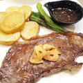 【洋食】「自家製和風オニオンソースで☆牛ステーキ」&やみつきフライドポテトの晩ごはん。 by きちりーもんじゃさん