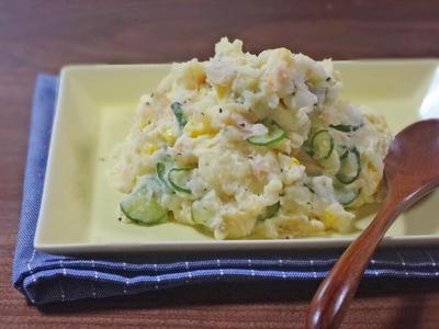 香ばしい焼き鮭とコーンきゅうりのなめらかポテトサラダ