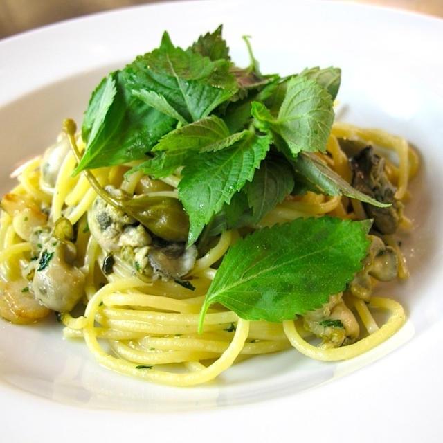 <エゴマの葉とカキのアーリオオーリオ スパゲッティ>