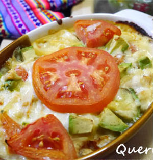 フライパンひとつで簡単!とろーり、早ゆでパスタでトマトとアボカドのスパゲティグラタン