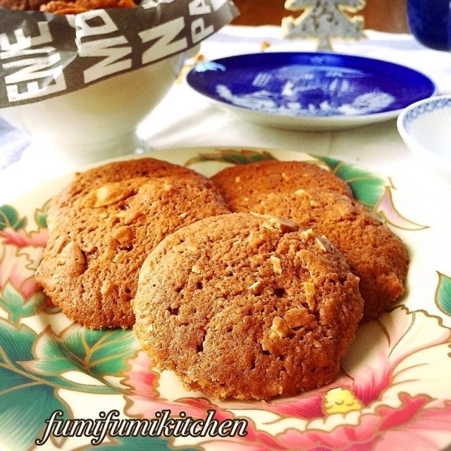 混ぜて焼くだけで簡単、おうちアーモンドクッキー