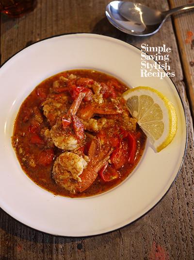 スパイスで手軽に楽しもう♪人気のアジアン料理をおうちで!【エビとトマトのエスニック炒め】