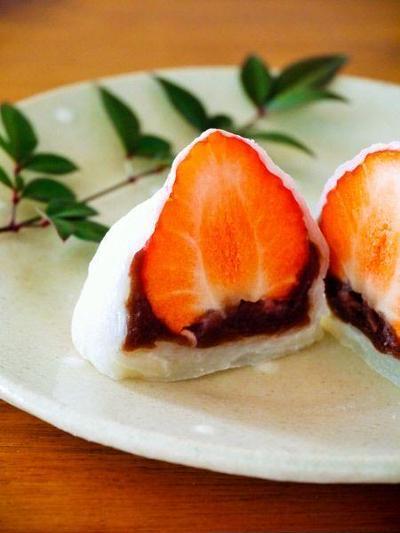余ったお餅で作る♪簡単いちご大福。お餅を使った時短スイーツレシピ