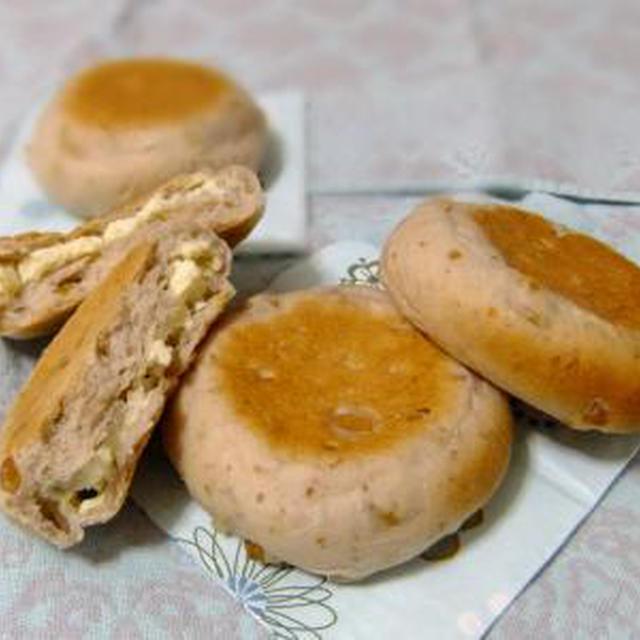 胡桃とクリームチーズのライ麦平焼きパン♪
