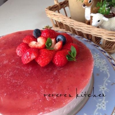 混ぜるだけ!イチゴのレアチーズケーキ