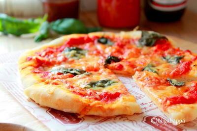 トマトソースでお手軽ピザ。