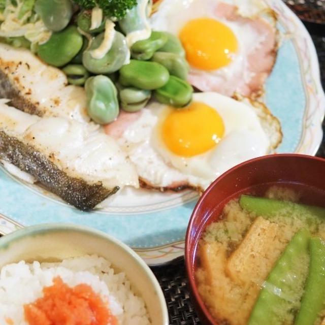 ■THE・朝ご飯【真鱈のソテー/ハムエッグ/茹で空豆の天こ盛り♪】