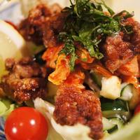 【カリッ!フワッ!揚げ納豆とキムチのっけ盛り 塩麹野菜のサラダ】美味しいよぉ~♪