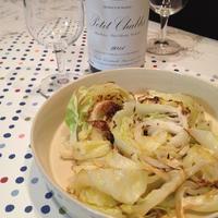 初夏のすっきり白ワインに「春キャベツのクミンソテー」。