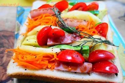 ぎゅうぎゅう焼きトースト☆炊飯器でいっぺんに作れるレシピ