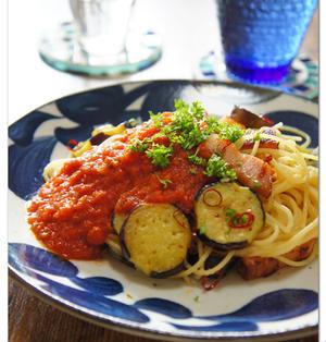 茄子とベーコンのペペロンチーノ トマトソースがけ