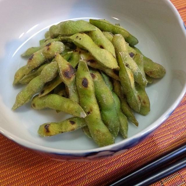 枝豆のお手軽焼き蒸しレシピ!塩で簡単素材のうま味をじっくり堪能♪