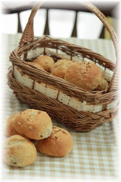 雑穀とゴボウの塩パン。