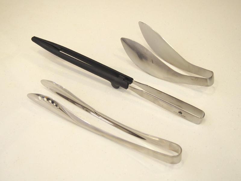 本間さんは、菜箸を使わず、先の浮くトングを愛用!菜箸も便利ですが、ちょっと置いておくときに、置き場所...
