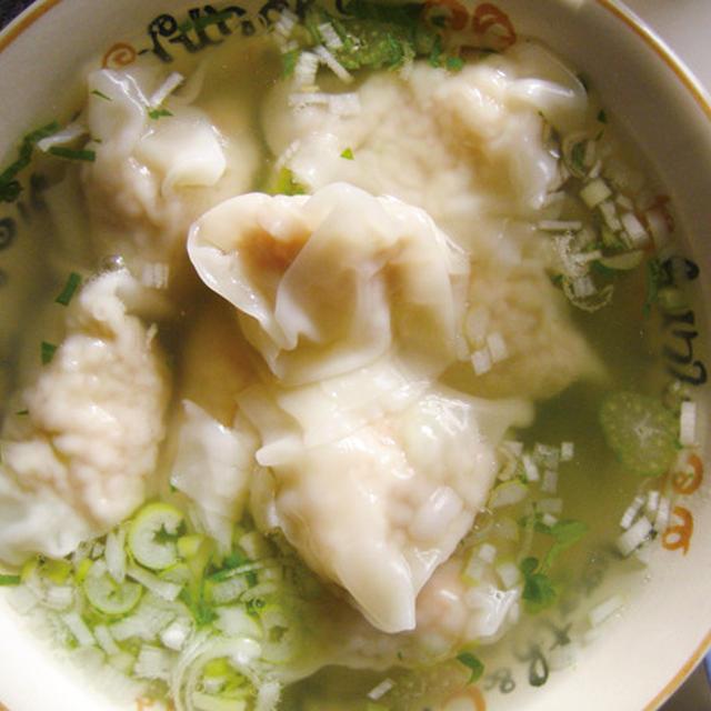 セロリとネギのエビ雲呑スープ