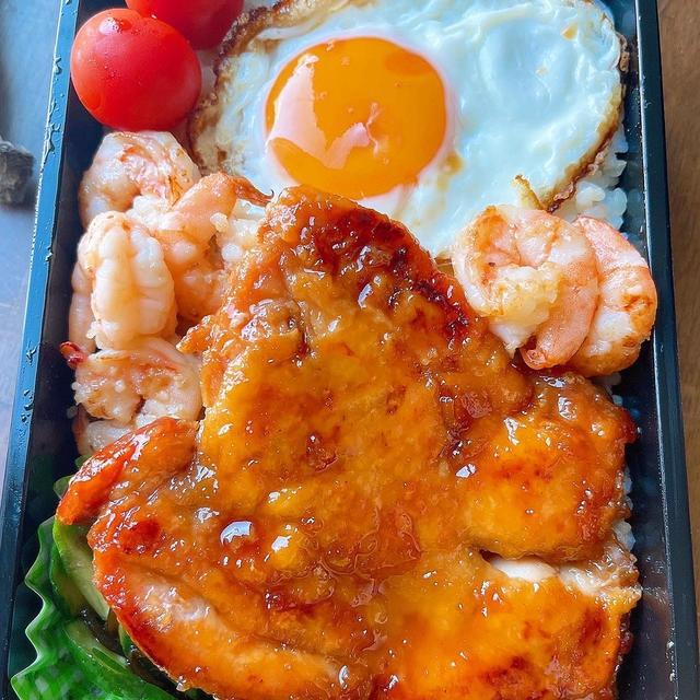 照り焼きチキン&ガーリックシュリンプ弁当です!!