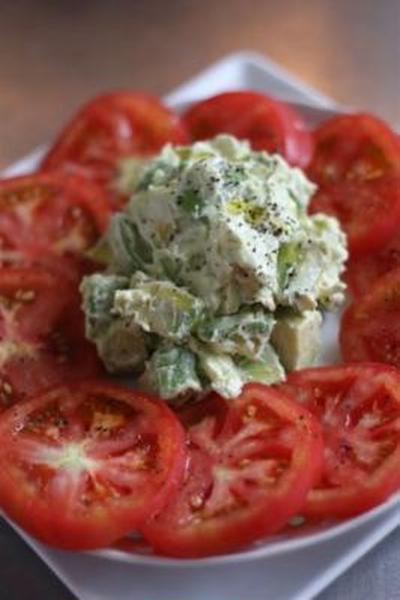 アボカドクリームチーズのトマトサラダ