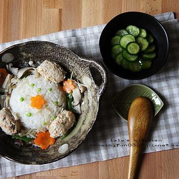 雞肉丸子佐燴菇