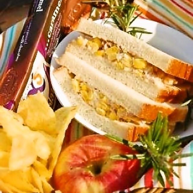 コーンとツナのサンドイッチ