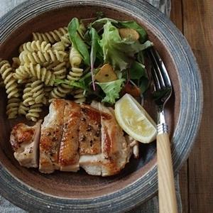 鶏むね肉で節約&ヘルシー♪しっとり「チキンステーキ」5選