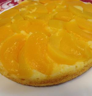 桃缶でタルトタタン風ケーキ