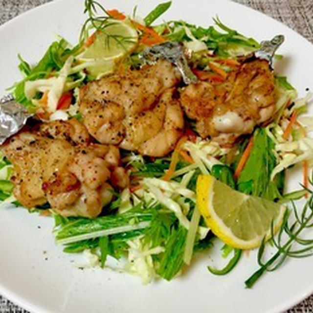 鶏手羽元のチリペッパーグリル&エスニック風サラダ