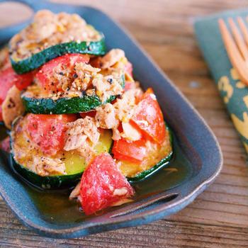 うまみがジュワ〜っ♡トロトロ食感もたまらない♡『ズッキーニとトマトのデリ風♡焼きツナマリネ』