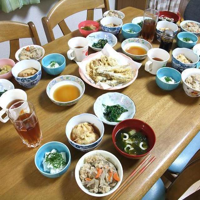 舞茸と根野菜の炊き込みごはんとインゲンとニンジンとシメジのお餅入りきんちゃくでうちごはん(レシピ