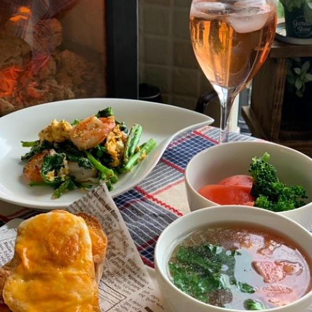ランチは菜の花とエビのレモン炒めを添えてチーズトーストで・・メレンゲクッキー又焼きました!!
