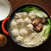 塩にんにく出汁の鶏だんご鍋