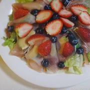 バケットで味わう 生ハムのフルーツサラダ by KOICHIさん