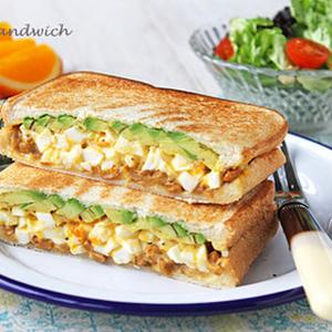 忙しい朝はコレ!朝食にピッタリ「卵を使ったホットサンド」