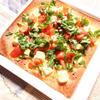 クリームチーズとトマトとバジルのクリスピーピザ