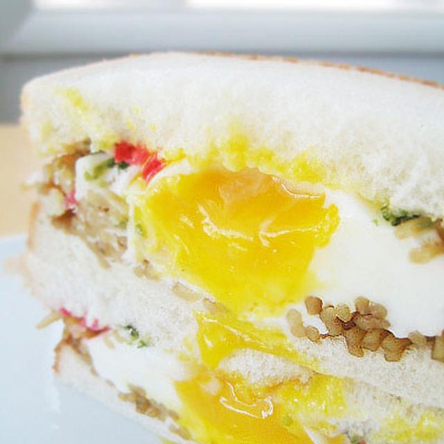 たまごがとろ〜り♪ やきそばサンドイッチ