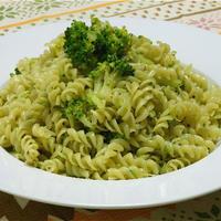 あるもので簡単!くたくたブロッコリーのサラダクルル、バジルソース。