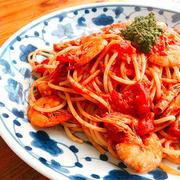 芝海老のトマトソースパスタ〜ジェノベーゼソースものっけてみた