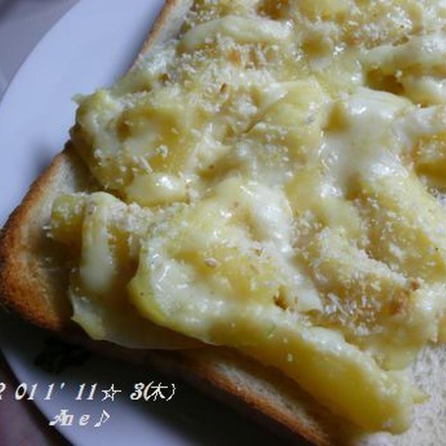 グラタンソースのっけパン♪