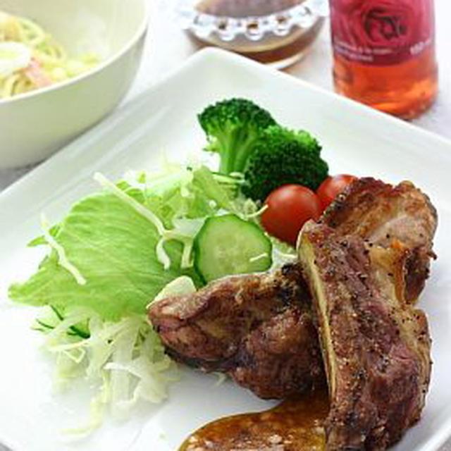 スペアリブ焼き ラベンダー&バイオレットソース