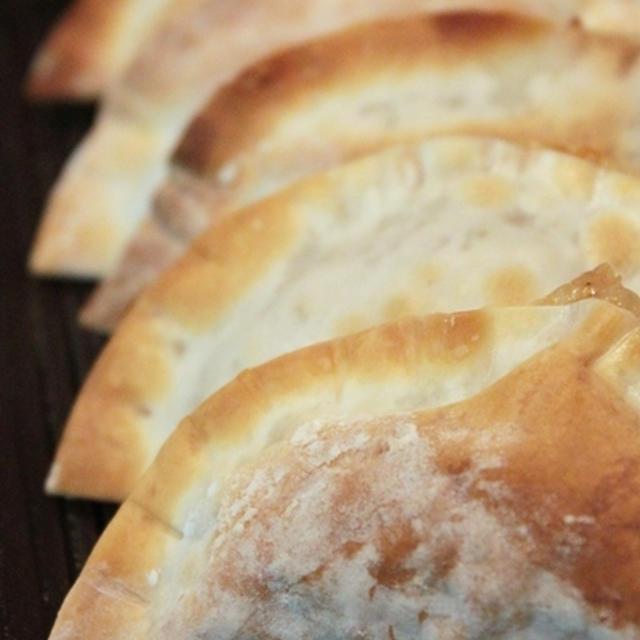餃子の皮で納豆の一口カルツォーネ。