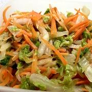 サラダ白菜と人参の塩もみサラダに昨夜はサラダチキンを加えて♪
