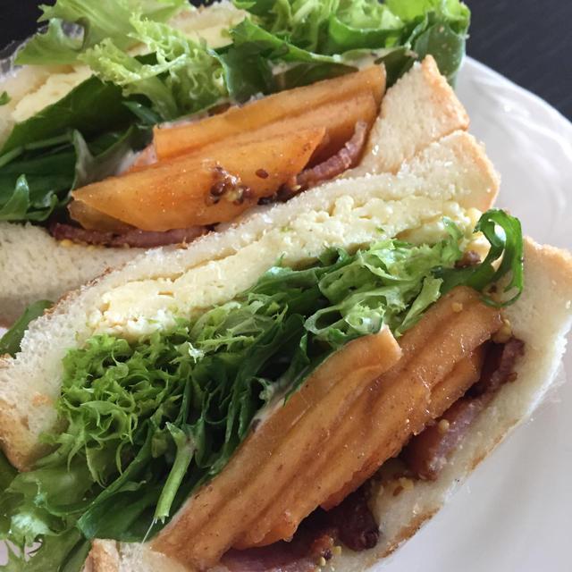 柿とベーコンのサンドイッチ