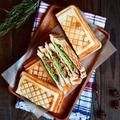 とんかつソースの豚焼きホットサンド by naomiさん