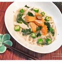 鮭とわかめの焙煎ごまスープうどん