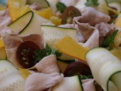 >コリンキーとズッキーニで塩麹ドレッシングの豚冷しゃぶサラダ by エミリオさん