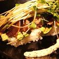 隠れ家フレンチの味を再現、カツオとアボカドの洋風寿司仕立てと漬物各種で酔いどれて