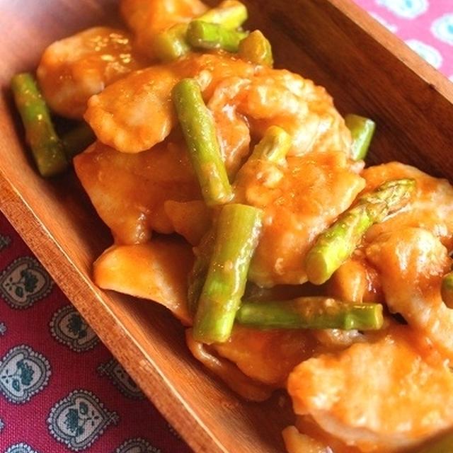 ピリ辛韓国風!柔らか鶏むね肉とアスパラの味噌絡め