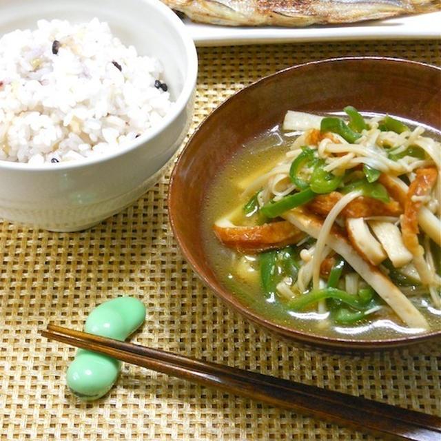 簡単ほっこり晩ご飯は雑穀米とやさしい煮物のおかずで充電!ちくわとえのきとピーマンの簡単煮浸し。