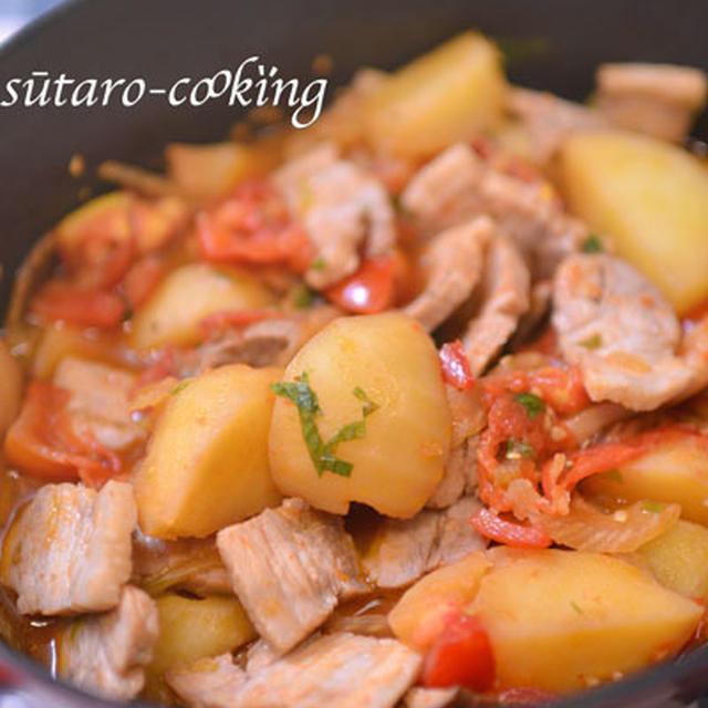 無水鍋で豚バラロースト、トマトの香味野菜煮込み