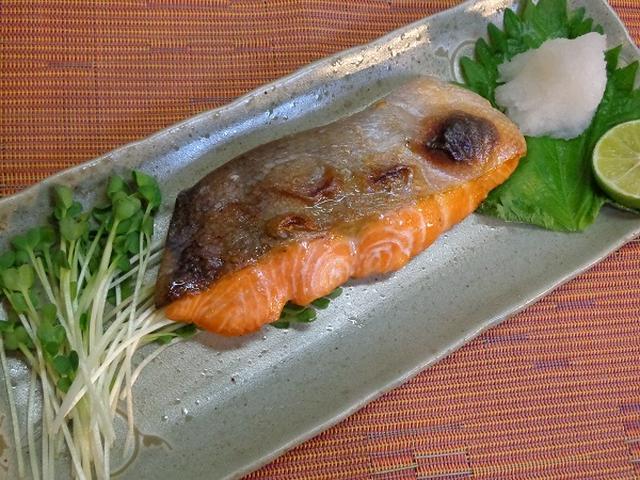 1. 鮭の塩焼き