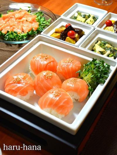 サーモンの手毬寿司と茄子のズッキーニのバルサミコ酢和え☆モロヘイヤと長芋のネバネバサラダ!